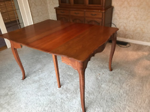DINING ROOM TABLE AND 2 PC HUTCH