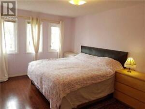 Location, location 4+1 Bed Mississauga Cosy Home!