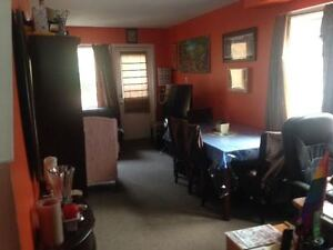 Female seeking a tidy and professional female to share townhouse