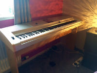 Grand Portable Yamaha Piano - dgx-505 - perfect working condition