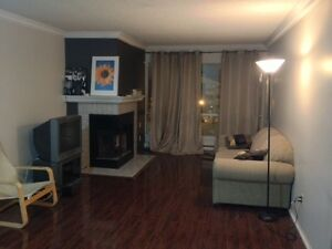 9 Jacksway Crescent - 3 Bed, 2 Bath: Great for UWO students!