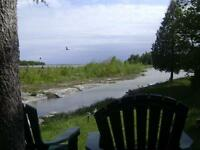 TOBERMORY COTTAGE, HOT TUB, SCREENED GAZEBO, SHALLOW WATERFRONT!