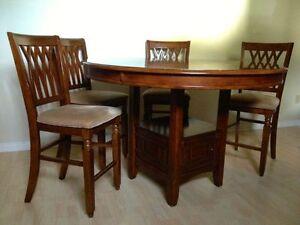 Set de salle manger table ronde haute avec 4 chaises for Chaise de salle a manger kijiji
