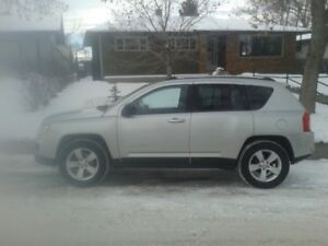 4x4! Heated seats! Winter Tires! 2011 Jeep Compass $10,000obo