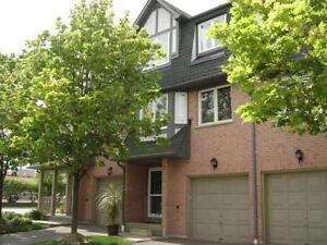 ☻ Central Erin Mills 3Br Townhouse Located In 58 Unit Complex ☻