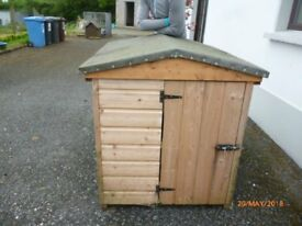 LARGE DOG HOUSE IN GOOD CONDITION
