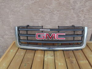 07-13 GMC Grille - Like New
