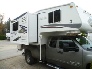 2012 Arctic Fox 990 Camper by Northwood Industries