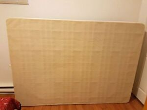 Seally box spring, size double. Almost new