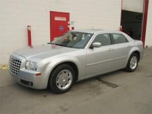 2006 Chrysler 300 3.5L ~ 99,000kms!! ~ Heated leather ~ $6999
