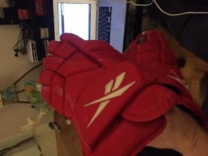 Pro stock hockey gloves Detroit red wings/ grand rapids griffins