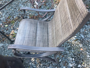 4 chairs 2 swivel 1 table good condition