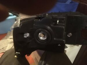 FORD F150 LEFT HEAD LIGHT London Ontario image 2