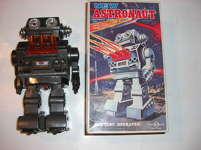 """HORIKAWA"" JAPAN ""NEW ASTRONAUT"" BATTERY-OPERATED ""VINTAGE TIN ROBOT"" WITH BOX"