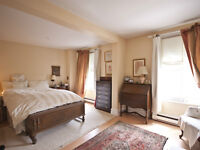 Beautiful Two Story Apartment Atwater Market
