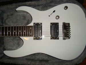 LIKE NEW IBANEZ RG 421 WHITE ELECTRIC GUITAR w. CASE