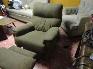 RECLINING CHAIR IN GOOD CONDITION