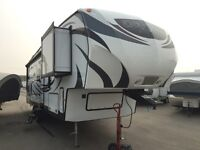 SAVE BIG $! BARELY USED 2015 DENALI 280 LBS FIFTH WHEEL