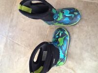Bogs - Toddler boy - size 9 - great condition