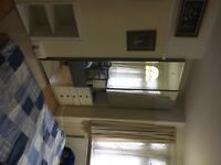 Large double room in East Croydon station. Inclusive of all bills £500pcm . CR0 6EA .