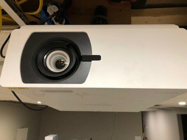 VIEWSONIC LS800WU Professional laser projector, 5500 lumens