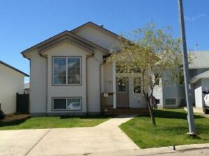 2bed/2bath Upstairs Home: Right By Syncrude Athletic Park!