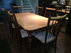 Pine Harvest Dinning Table and 6 Chairs