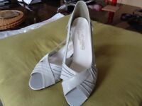 LADIES SHOES SIZE 4 NEW