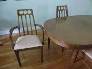 Mid Century Modern Knechtel Walnut Table and 6 Chairs