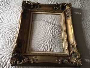 ANTIQUE WOODEN GOLD PICTURE FRAMES
