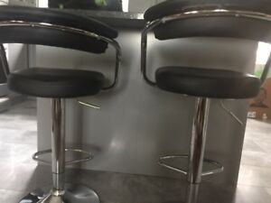 2 Bar stow or Kitchen Island Chairs