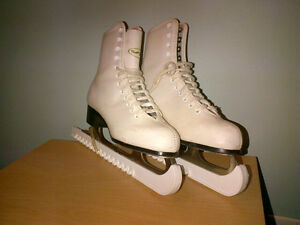 VIC Figure Skates c/w guards