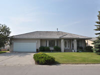 Executive home for rent in Claresholm