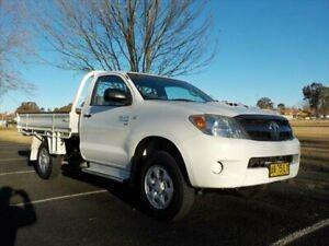 2006 Toyota Hilux KUN26R SR (4x4) White 5 Speed Manual Cab Chassis Armidale Armidale City Preview