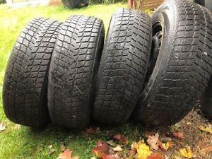 4 pneus Nexen 215/70 R16 sur jantes 5X114.3