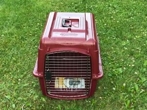 Pet kennel / crate