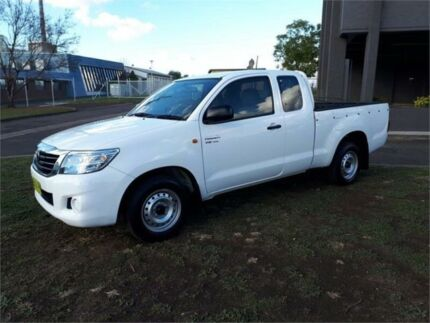 2013 Toyota Hilux GGN15R MY12 SR Xtra Cab White 5 Speed Automatic Utility