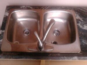 Sink with free faucet
