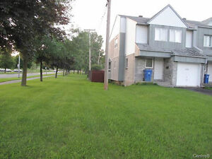LOVELY 3 LEVEL TOWNHOUSE  ON CORNER LOT WITH GARAGE West Island Greater Montréal image 10