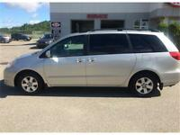 TOYOTA SIENNA LE  8PLACES AUTOMATIQUE CLIMATISEE TRES PROPRE