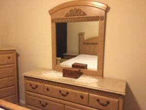 Oak Finish 6 piece king bedroom set - Excellent condition!!! Kitchener / Waterloo Kitchener Area image 1
