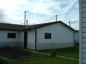Home WITH THREE bay heated Garage with attached shop . Strathcona County Edmonton Area image 4