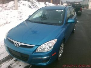 2011 Hyundai Elantra Touring-Low Kilos, tons of space! NO ACCIDE