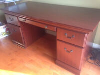 Moving sale  Double pedestal desk in cherry 60x29xH 31