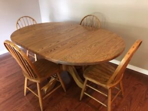 SOLID OAK TABLE AND CHAIR SET - LIKE NEW
