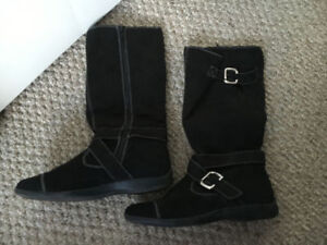 Women's boots, size 8