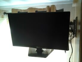 2 tvs 24 or 26 inch wall mounte one with stand LG and a sony pristind condition