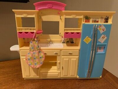 2003  Living in Style Barbie Kitchen
