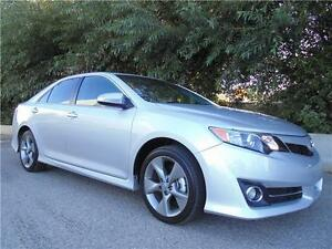 2014 Toyota Camry SE Very low mileage! Back up camera
