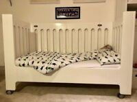 Amazing Cotbed (Bloom Alma Max) with mattress, bed rail and bedding accessories